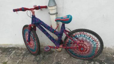 14 CARHAIX to PONTIVY Yarn bombing bike
